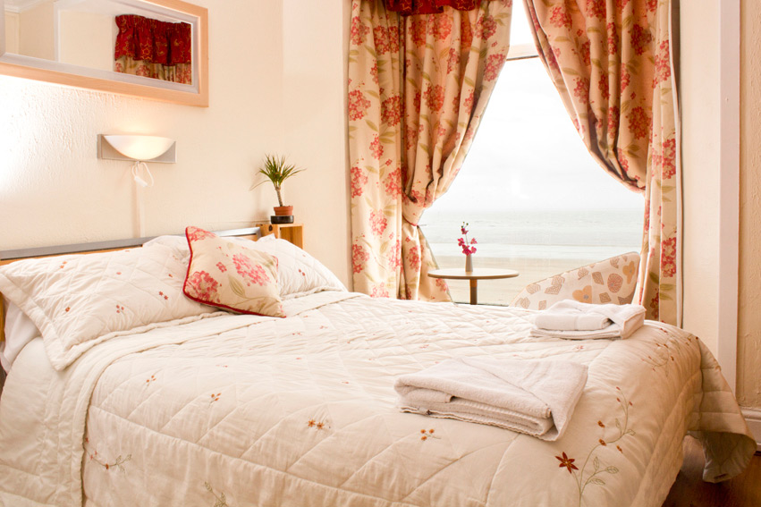 Double Bed Room - Bed and Breakfast Swansea