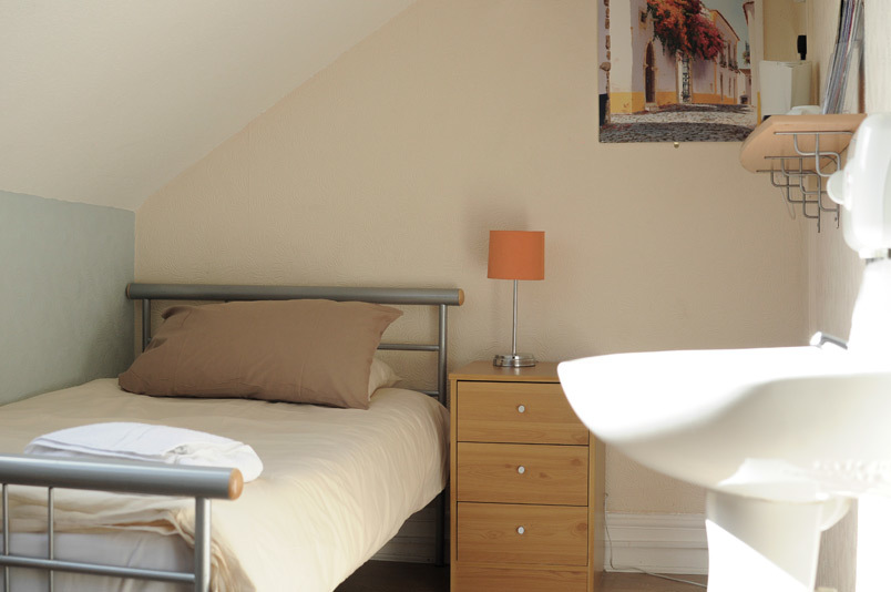 Bed and Breakfast Swansea - Single Room with shared bathroom
